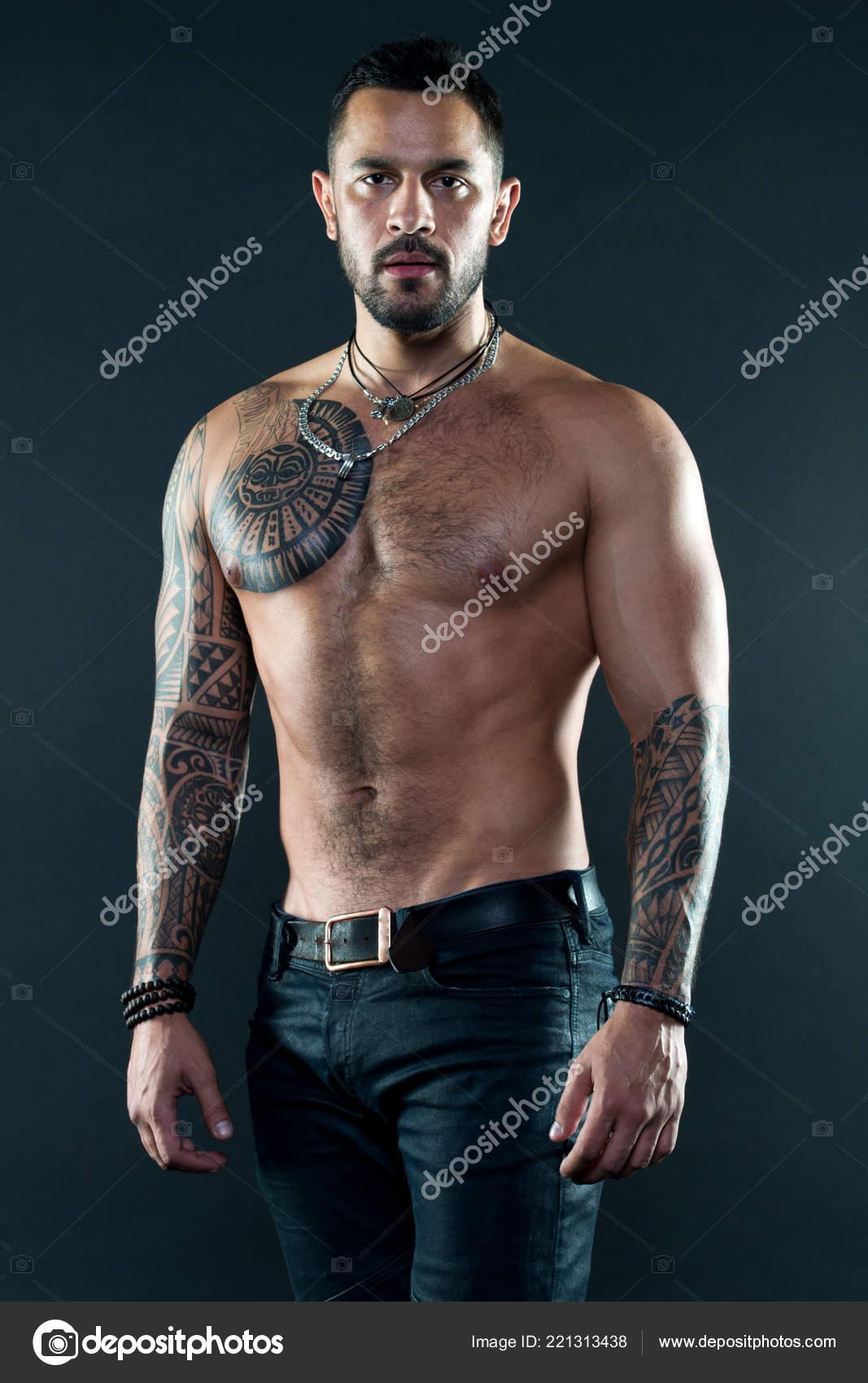 Aspecto De Atleta Tatuado Musculoso Atractivo Concepto De Deporte Y