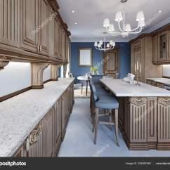 Www.kitchen Cabinets Rv Kitchen Table 厨房在豪华的家与木制橱柜 图库照片 C Kuprin33 228557462
