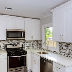 Kitchen Island Hood Blonde Cabinets 与内置的热风炉 花岗岩的顶部和罩厨房岛 图库照片 C Iriana88w 52760053 开放式厨房区新