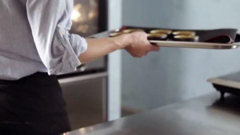 Resultado de imagem para confeiteiro no forno