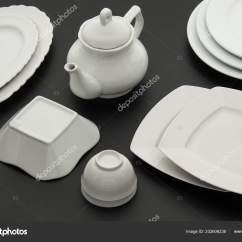 Ceramic Kitchen Top Salamander Equipment 一套厨房白色陶瓷餐具黑色背景顶部视图 图库照片 C Warloka 202606238 一套厨房白色陶瓷餐具黑色背景顶部