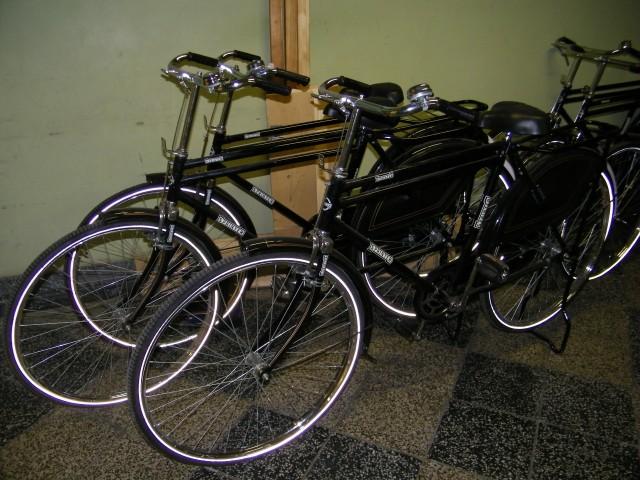 Die Fahrräder stehen geduldig in den Fluren...