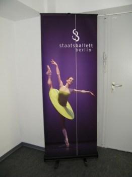 Banner am Eingang ins...