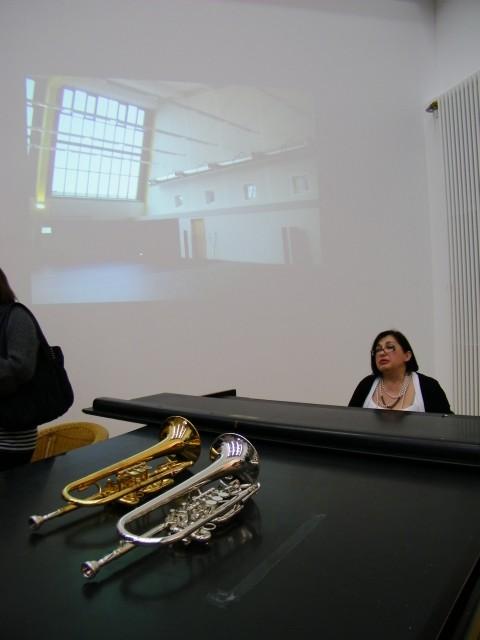 Pianomusik von Pianistin Marita Mirsalimova und eine Diashow mit Fotos der Bauarbeiten.