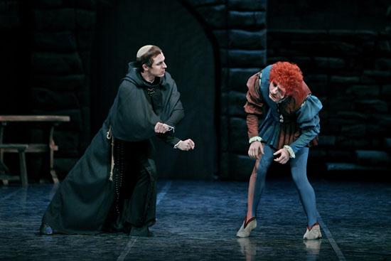 Frollo, der Dompropst, und Quasimodo