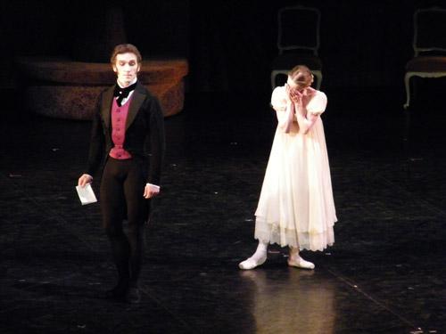 Onegin mit der verzweifelten Tatjana (Mikhail Kaniskin & Nadja Saidakova)
