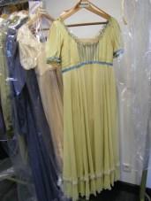 ... debütiert in diesem Kleid als Olga.
