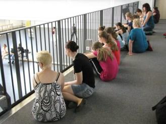 Die Teilnehmer sahen auch bei einer Probe der Profis zu.
