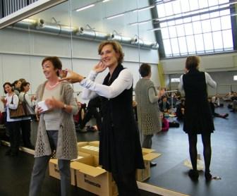 Marlene Krug und Dr. Christiane Theobald bei der Übergabe.