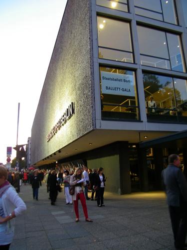Die Deutsche Oper Berlin, kurz vor Beginn der Gala.