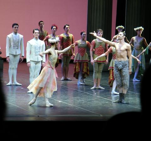 Beim Applaus. Im Vordergrund: Shoko Nakamura & Wieslaw Dudek