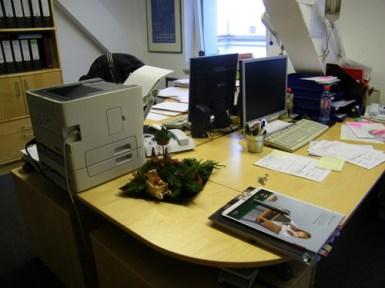 Im Büro der Educationabteilung und des Freundeskreises.