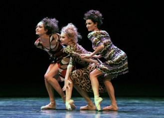 Drei Säterinnen: Sarah Mestrovic, Anastasia Kurkova, Maria Giambona