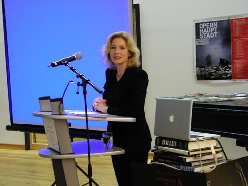Frau Prof. Dr. Gabriele Brandstetter hielt den ersten Vortrag.