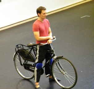 Martin Szymanski mit seinem Fahrrad.