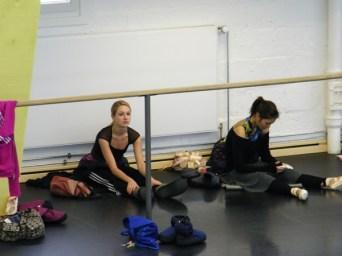 Camille Proust & Marina Kanno im Ballettsaal.