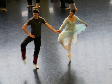 Elisa Carrillo Cabrera mit Dmitry Semionov als Graf Paris.