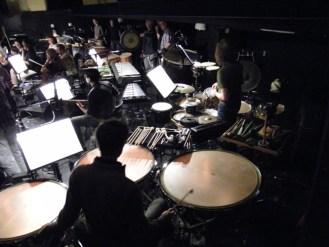 Blick in den Orchestergraben zum Orchester der Komischen Oper Berlin.