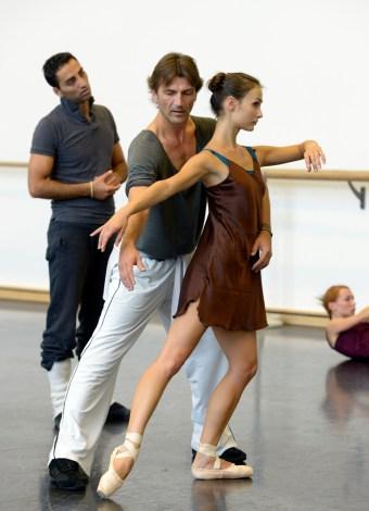 Raimondo Rebeck probt mit Krasina Pavlova und Arshak Ghalumyan (c) Bettina Stöß