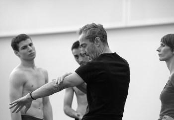 Vladislav Marinov, Arshak Ghalumyan und Angelin Preljocaj © Bettina Stöß