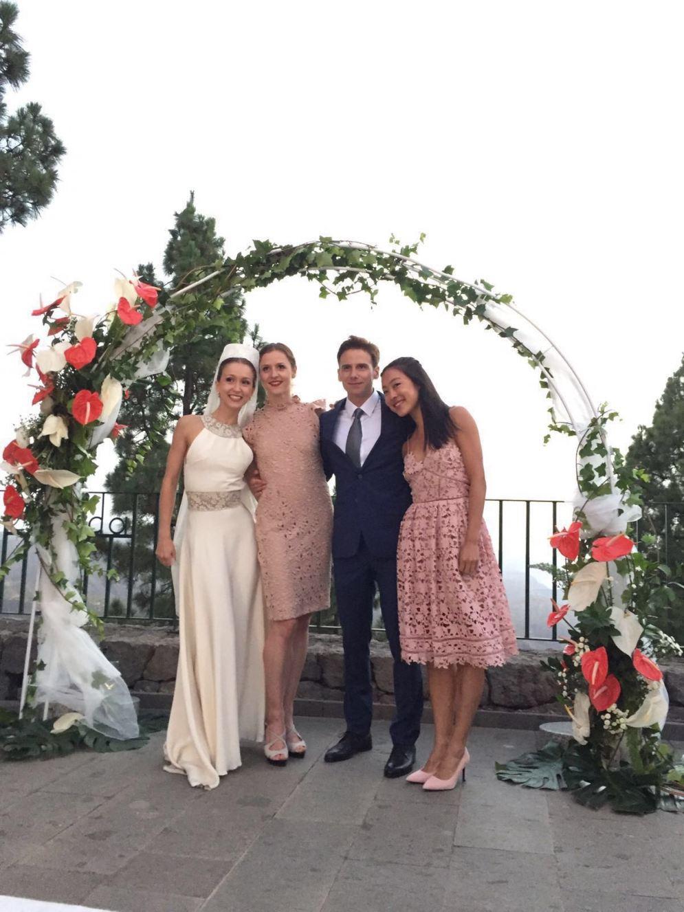 Xenia Wiest mit Weronika Frodyma, Xenias Bräutigam und Mari Kawanishi auf Gran Canaria.