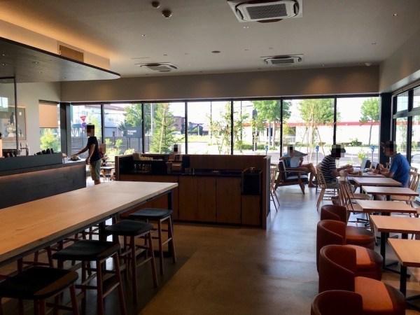 ドライブスルーができる函館五稜郭駅前店 スターバックスコーヒー