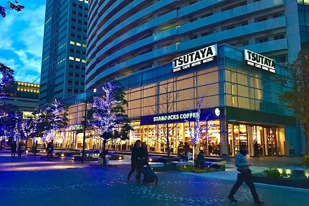 スタバ TSUTAYA 横浜みなとみらい