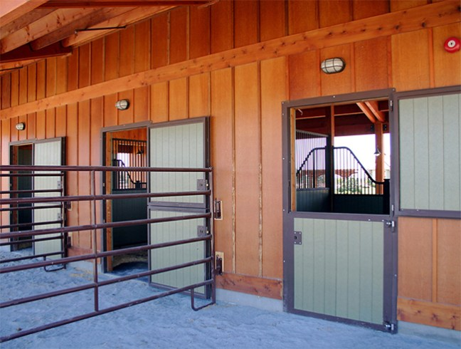 A well designed three stall barn stable style for 3 stall horse barn plans