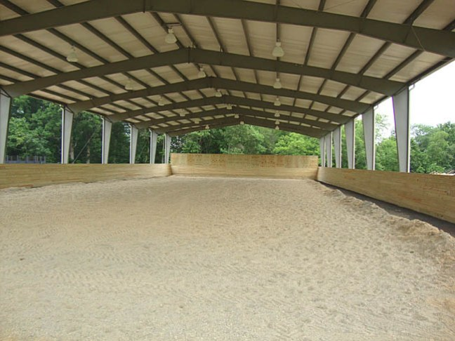 Covered riding arena with steel frames