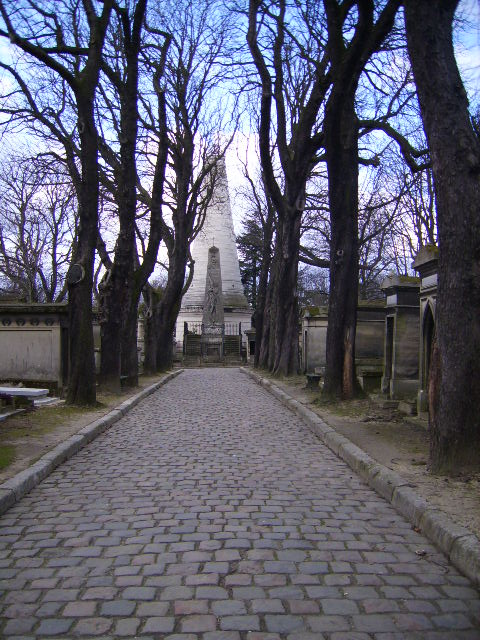 if i lived in paris, i'd spend a *ton* of time at pere lachaise. it was so serene.