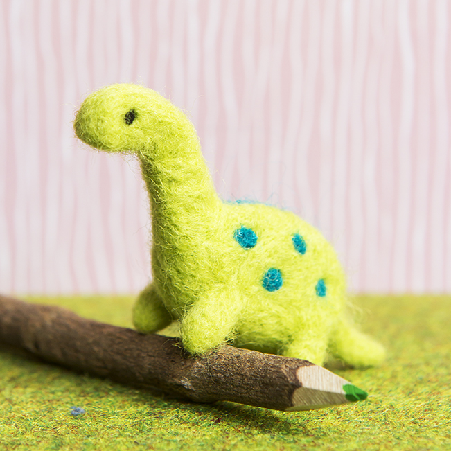 Needle Felting Dinosaur | Stacy Grant Creative craft photographer
