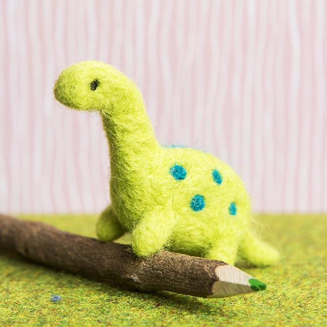 Needle Felting Dinosaur | Stacy Grant Creative craft photographer