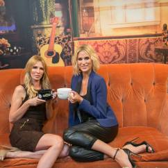 Friends Sofa Replica Leather Sofas Canada Central Perk Pop Up In Soho Stacyknows
