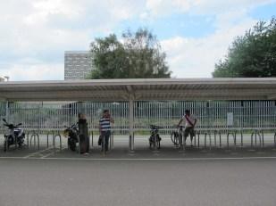 Thumbs up for bike parking directly adjacent to stadium. (Photo: Stadiafile)