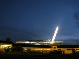 A gleaming Wembley from the parking lot east of the stadium. (Photo: Stadiafile)