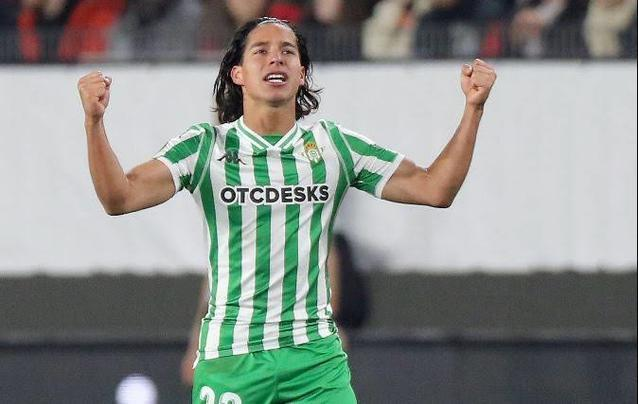 Diego Lainez signs his season with more games in Spain