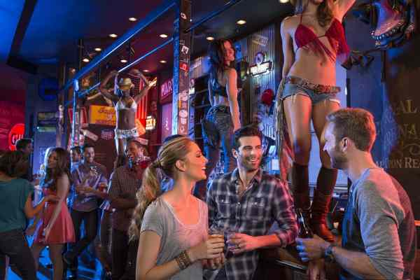 coyote ugly vegas