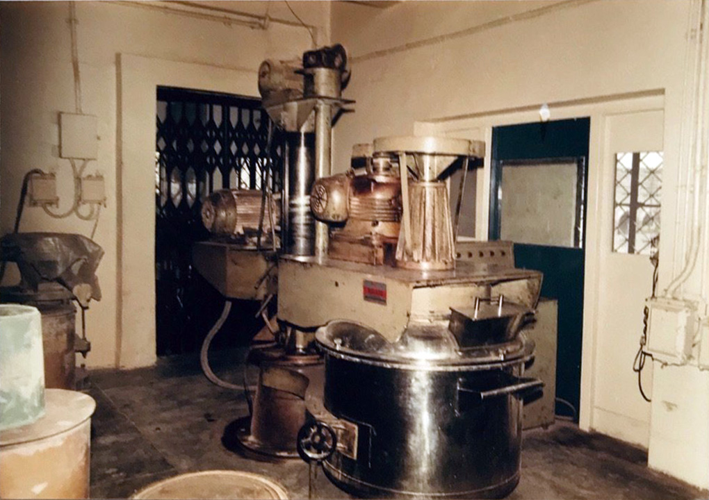 Planetary Mixer used to mix powder active pharmaceutical ingredients with other additives (circa 1950).