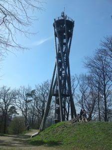 Schlossbergturm i Freiburg. Ett enkelt utsiktstorn kan fungera som ett landmärke. Foto: Ulf Liljankoski