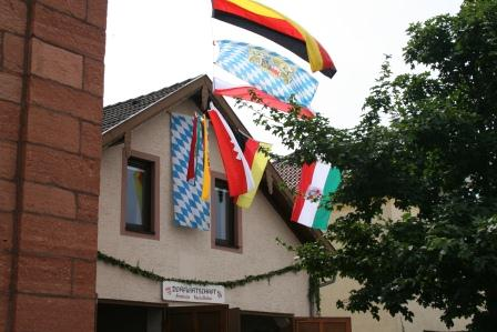 Am Stand des Heimat- und Geschichtsvereins Haibach