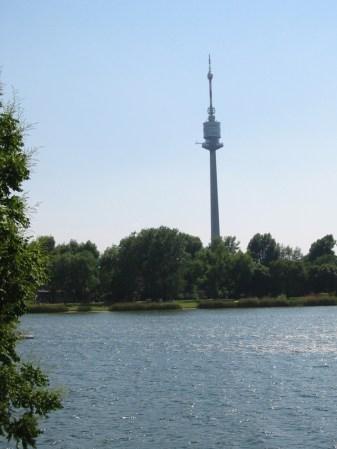 Wien - Alte Donau mit Donauturm