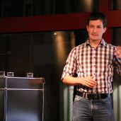 Dr. Manuel Metz