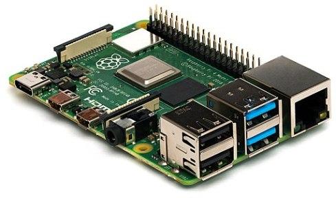 Raspberry Pi 4 vor weißem Hintergrund. Besonders deutlich sind der Netzwerkanschluss und die USB-Anschlüsse auf der Platine zu sehen.