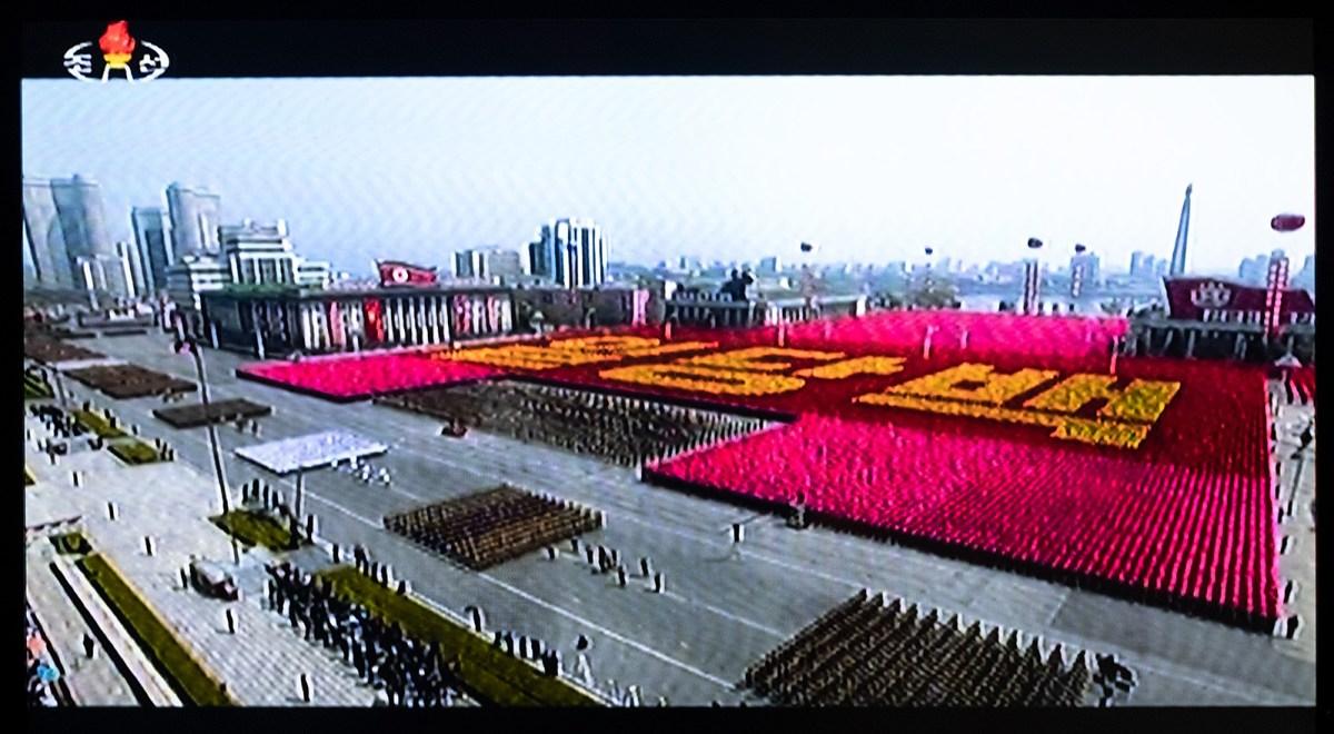 Fernsehbild mit Militärparade