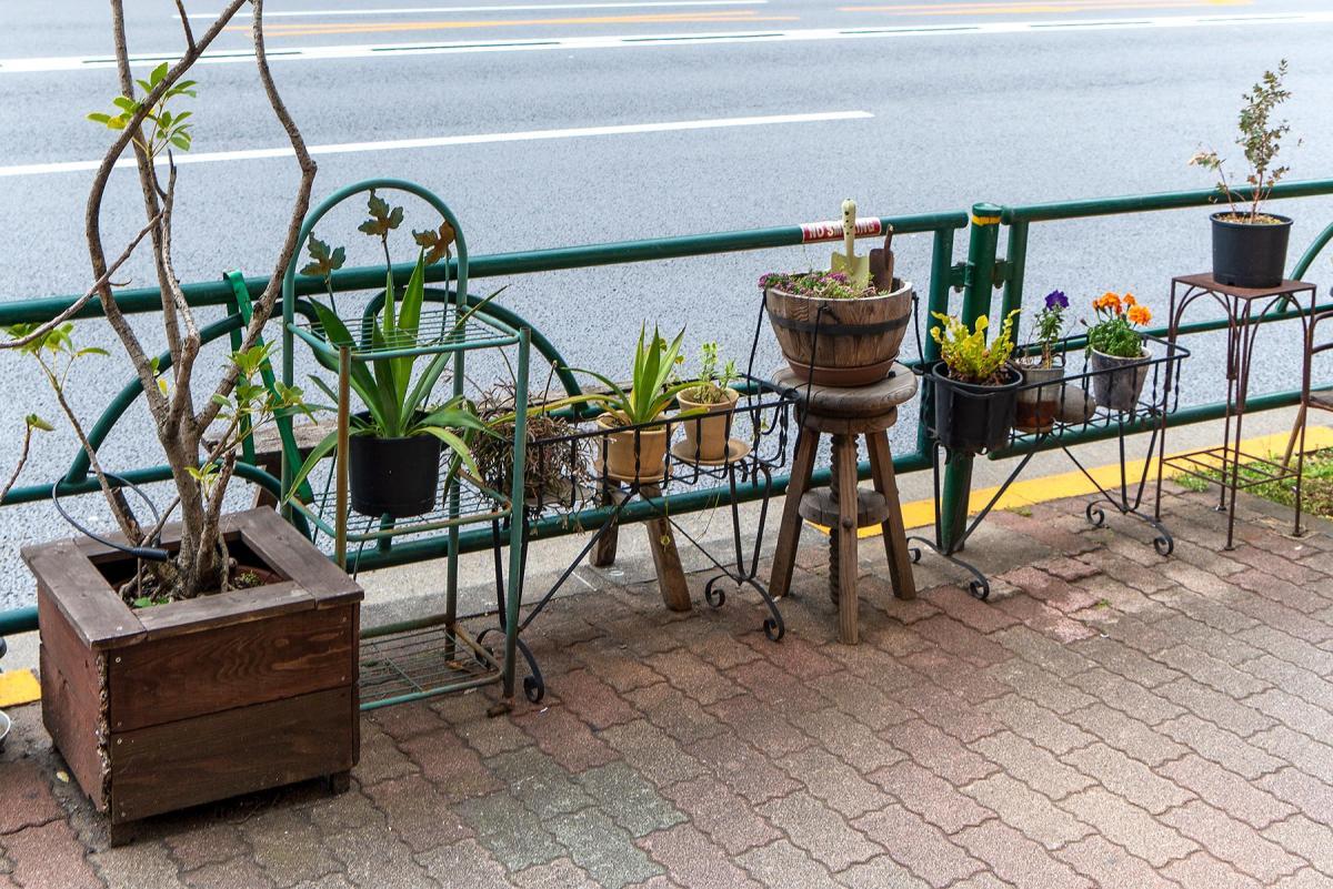 Pflanzen in Töpfen im Beitrag Tokio: Urbanes Kleinod auf der Seite Stadterkundung.com