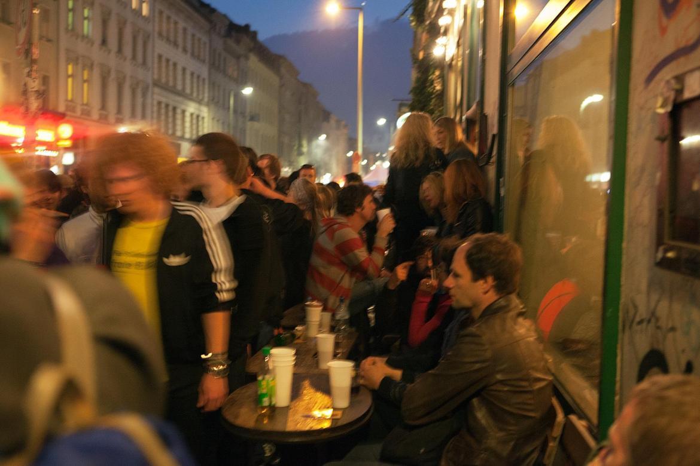 Leute am Abend auf dem MyFest im Beitrag Berlin, 1. Mai