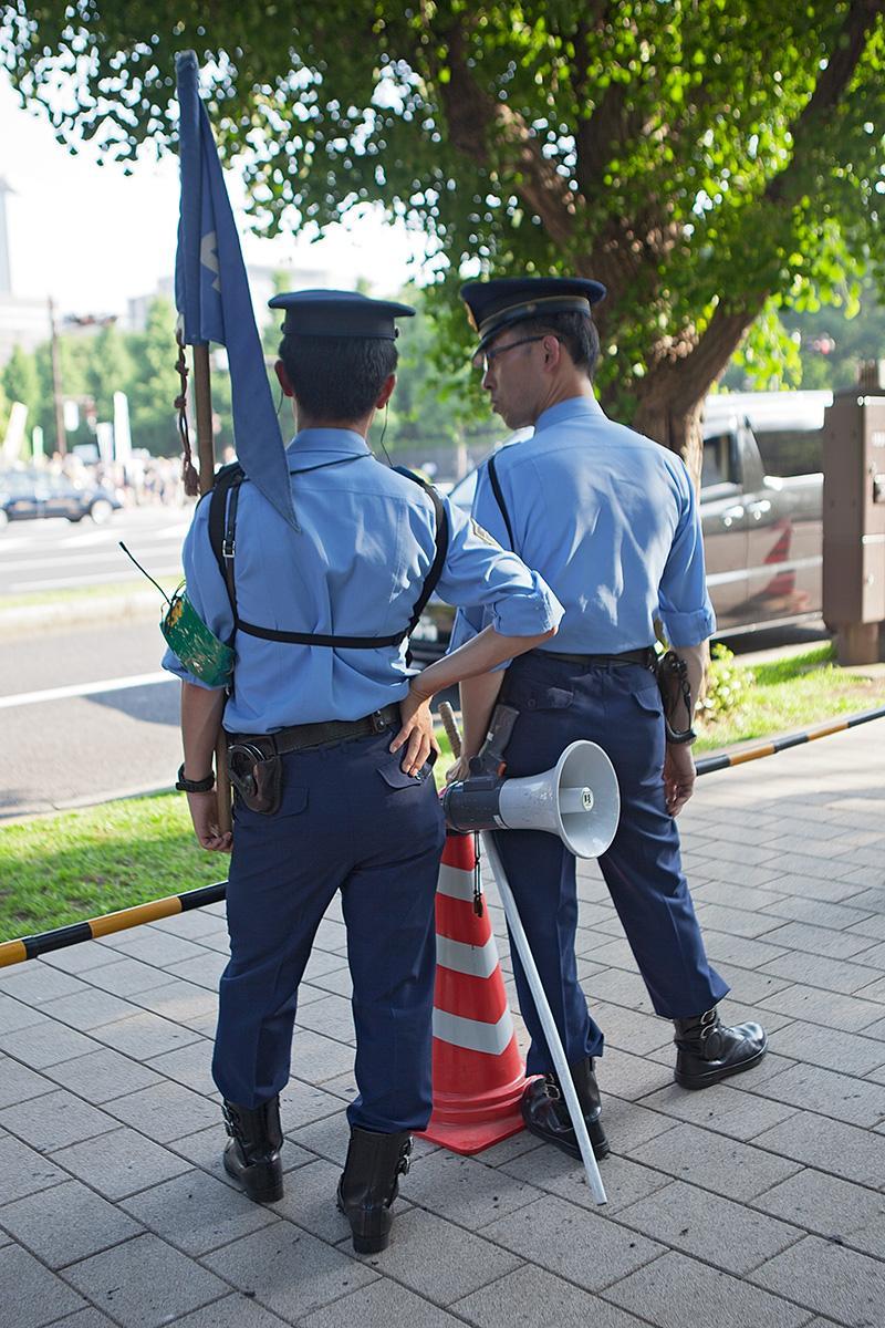 Zwei Polizisten im Beitrag Tokio Against Nukes auf der Seite Stadterkundung.com