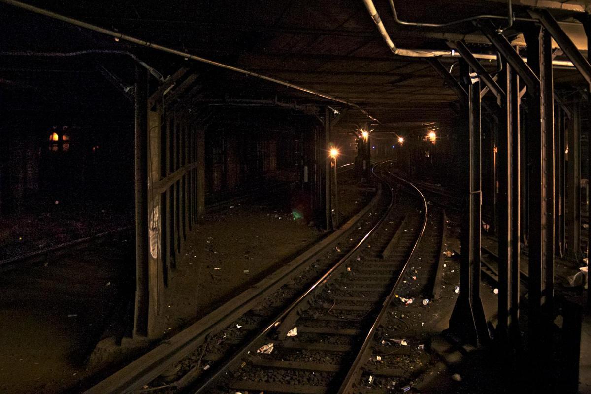 Tunnel mit Gleisen im Beitrag New York City: Elevated Subway auf der Seite Staderkundung.com