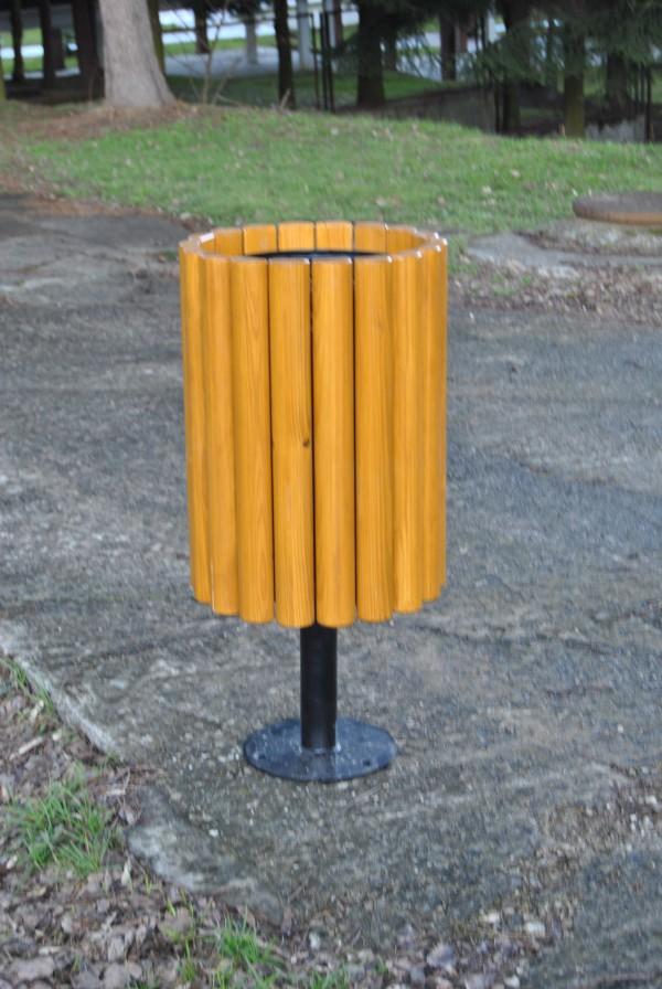 Abfallbehälter aus Holzelementen KO-02b