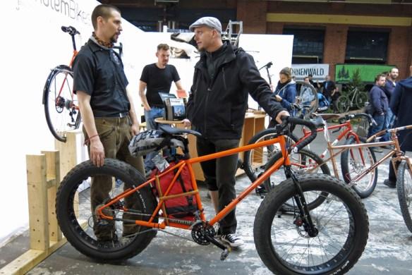 Mountainbike mit Monsterreifen